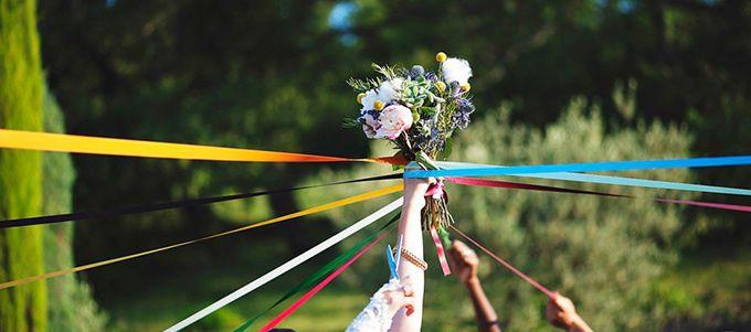Un accessoire incontournable lors d'un mariage: le bouquet de la mariée. Mais que faire quand on n'est pas très en accord avec les traditions et qu'on aimerait défier un peu les coutumes? Nous avons collecté quelques idées pour vous.