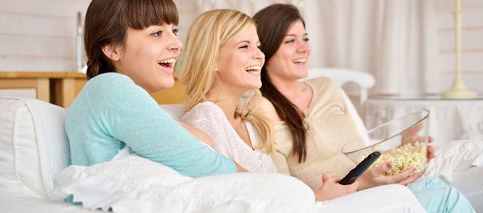 Voilà de quoi vous mettre de bonne humeur pendant vos préparatifs de mariage, tout en vous donnant des idées ! A vos télécommandes !